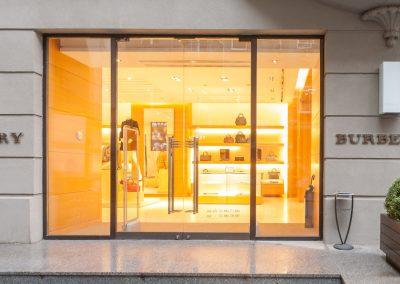 Burberry-Helen-Marlen-Group-Fantastic-Imago-fotosemka-foto-fotografiya-interyer-eksteryer-magazin-odezhdy-obuv-zakazat-Kiev-tsena-stoimost-predmetnaya-vitrina-butik-luxury-sumki-5