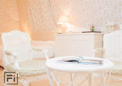Фотографии интерьера комнат-люксов отеля Опера в Киеве - Отель Опера Fantastic Imago рекламное агенство фотосьемка фотография интерьер заказать киев украиа цена стоимость мебель кресло диван бриф