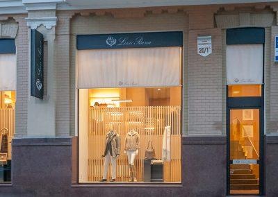Loro-Piana-Baby-Cashmere-Helen-Marlen-Group-Fantastic-Imago-fotosemka-foto-fotografiya-interyer-eksteryer-magazin-odezhdy-obuv-zakazat-Kiev-tsena-stoimost-predmetnaya-vitrina-butik-luxury-sumki-7